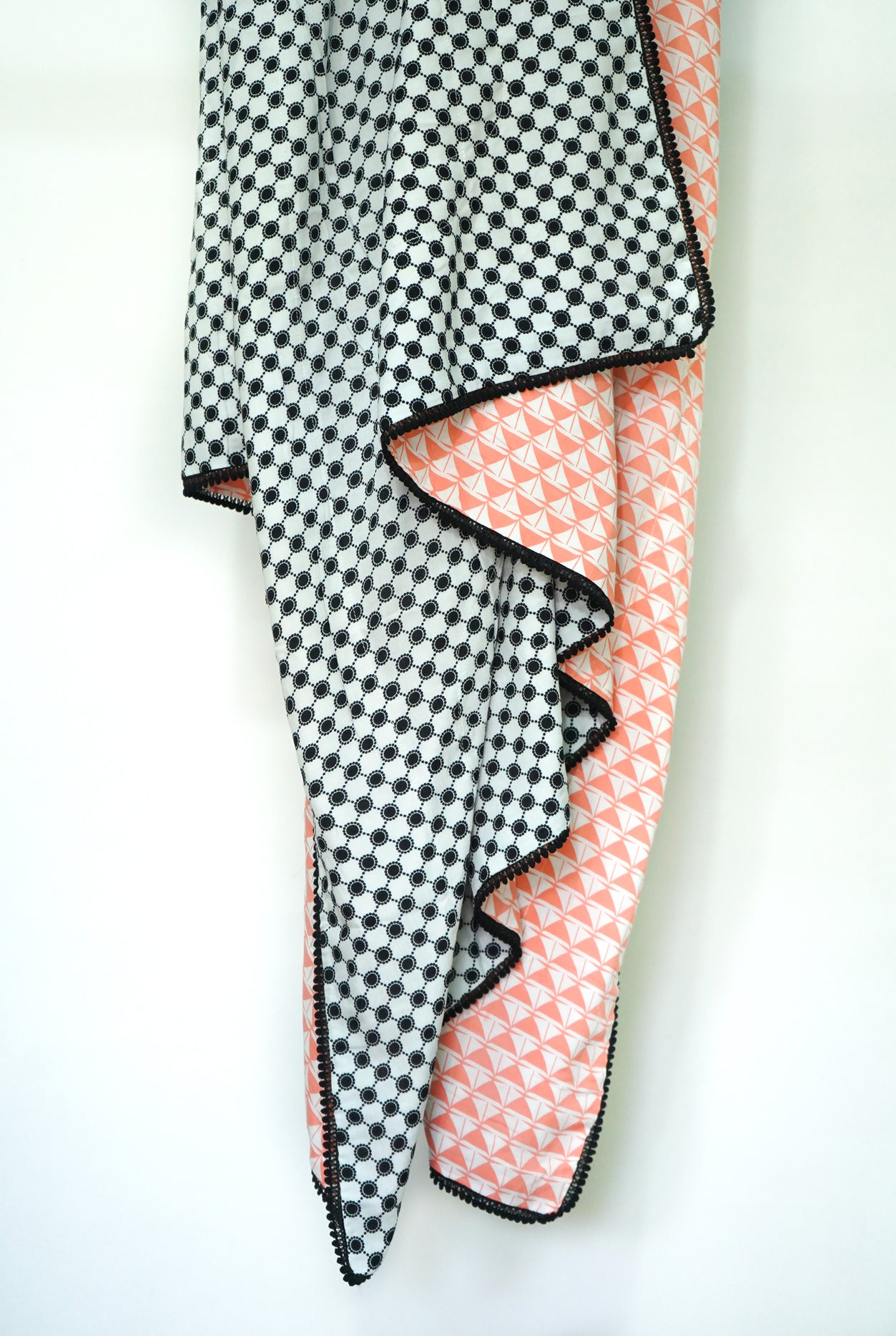 Blanket: White and Black dot and peach - KNOW INDO
