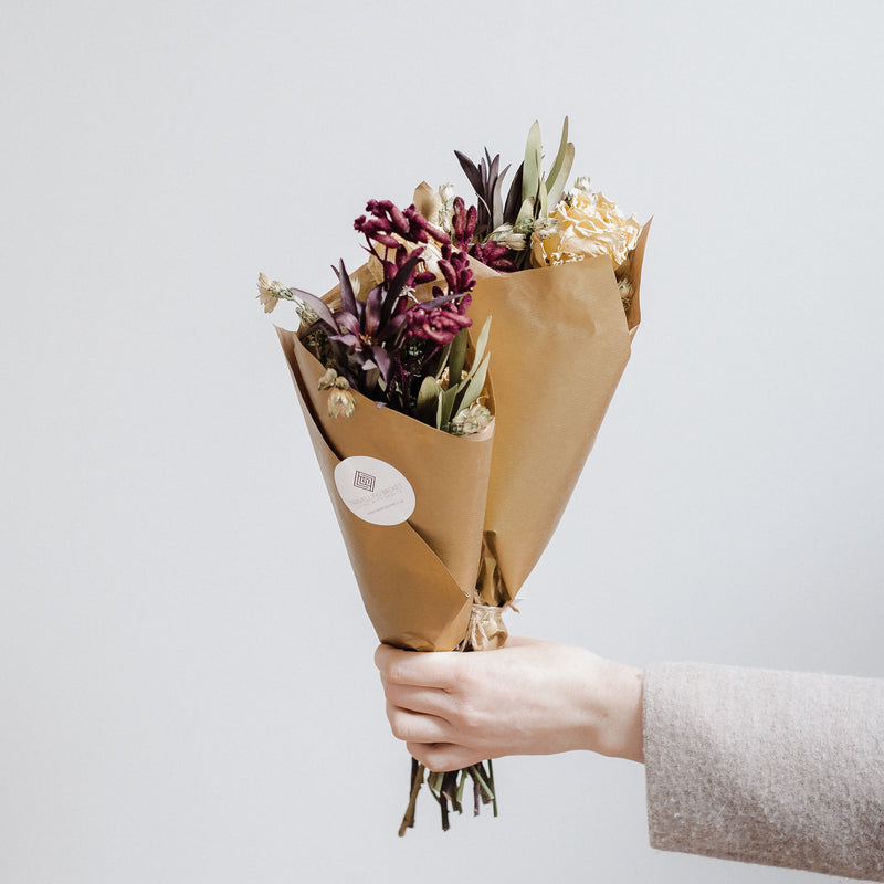 Edinburgh florist offering luxury dried flower bouquets, bohemian bridal floristry, natural fresh and dried flowers, bespoke posies, bouquets and arrangements and wedding flowers
