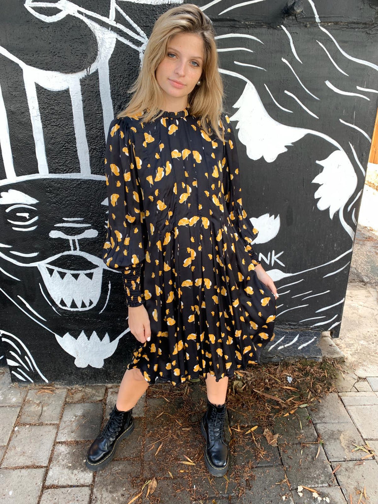 Winter 20 - Diver Dress - Black with yellow flowers