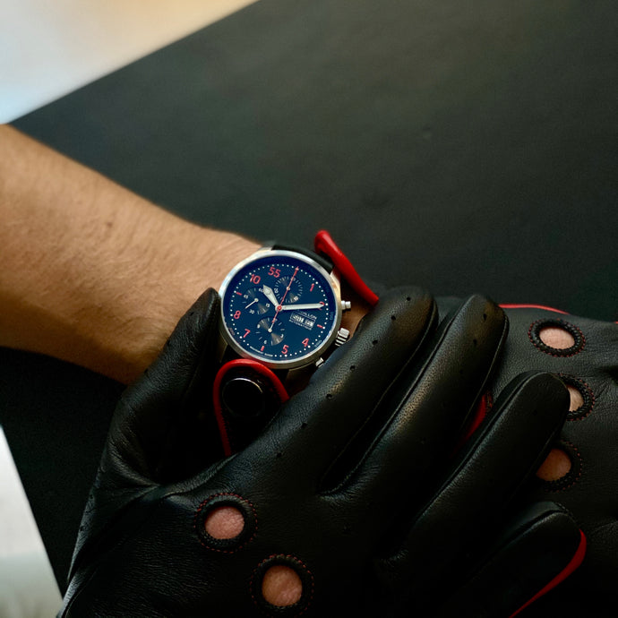 Timeless Gentleman Racing Gloves: Black and Red