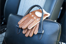 Timeless Gentleman Racing Gloves with Cashmere Lining: Cognac - Beige