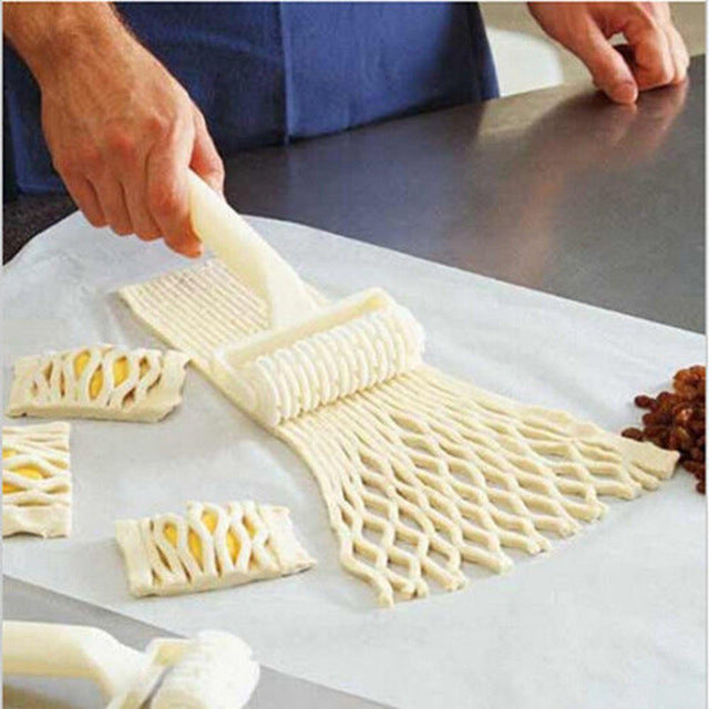 Plastic Baking Tools Wheel Knife Hob Biscuits Pizza Pie Cake Tool Mold Pull Net