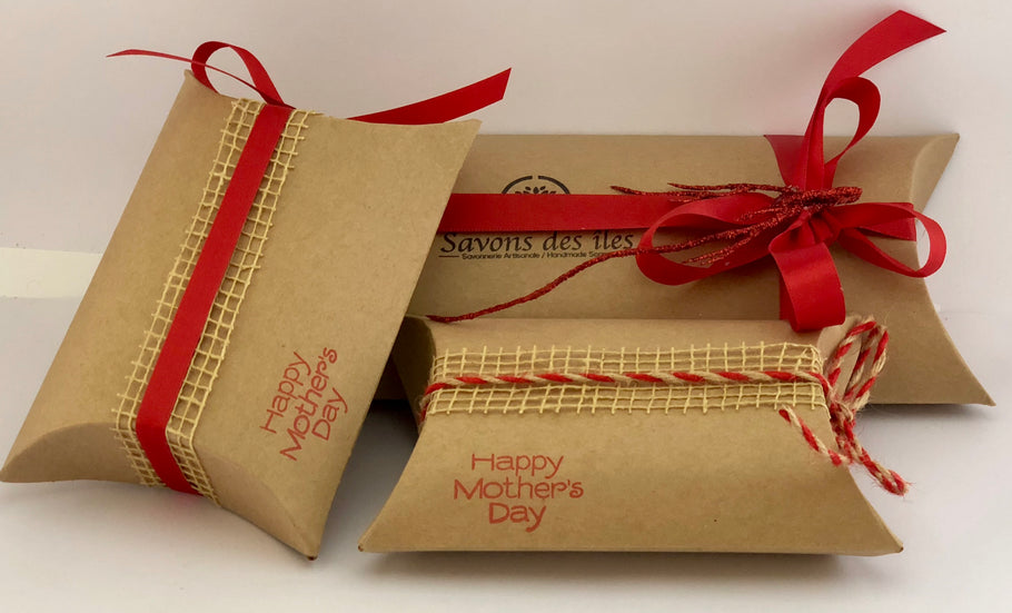 What's in a Large Pillow gift box?