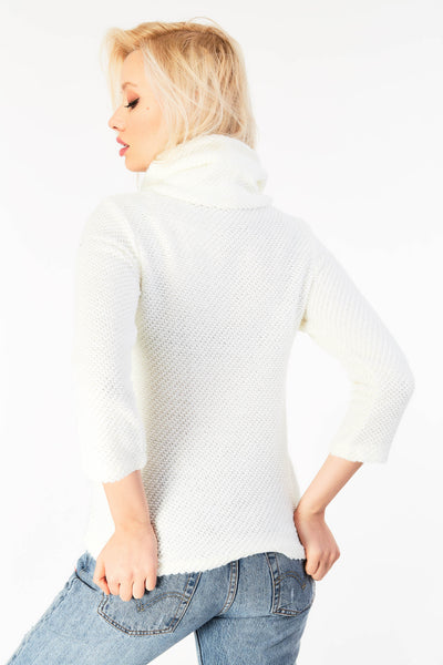 Snug fit long sleeved jumper with turtle neck
