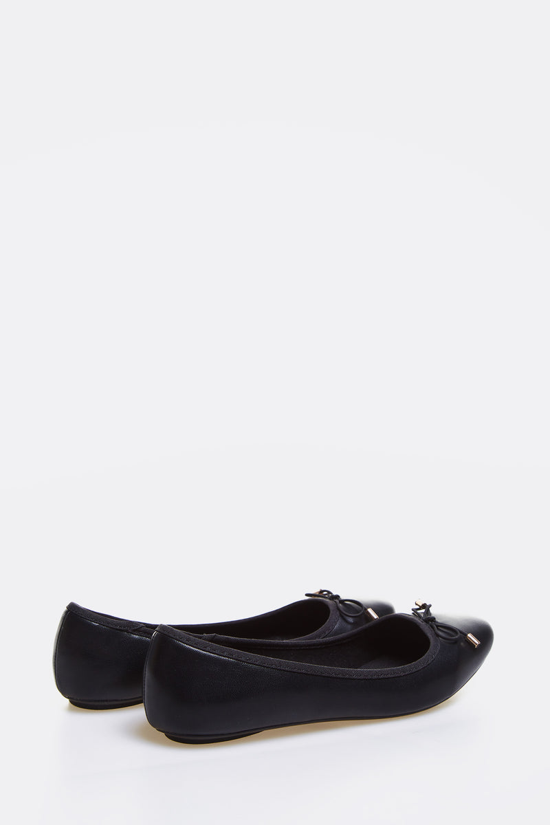 Black Flats With Bow Detail