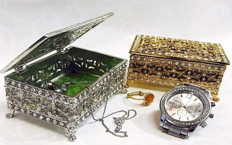 Jewelry Boxes & Stands