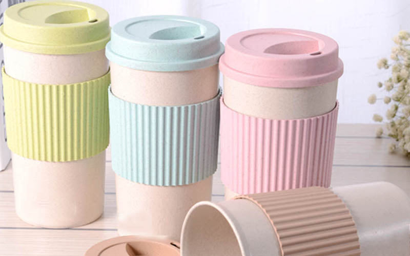 To-Go Bottles & Mugs