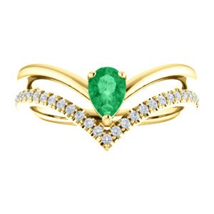 Emerald Pear and Diamond Chevron 14k Yellow Gold Ring (.145 Ctw,G-H Color,I1 Clarity)