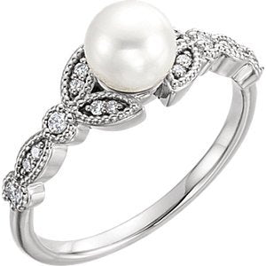 Platinum White Freshwater Cultured Pearl, Diamond Leaf Ring (6-6.5mm)( .125 Ctw, Color G-H, Clarity SI2-SI3) Size 6.25