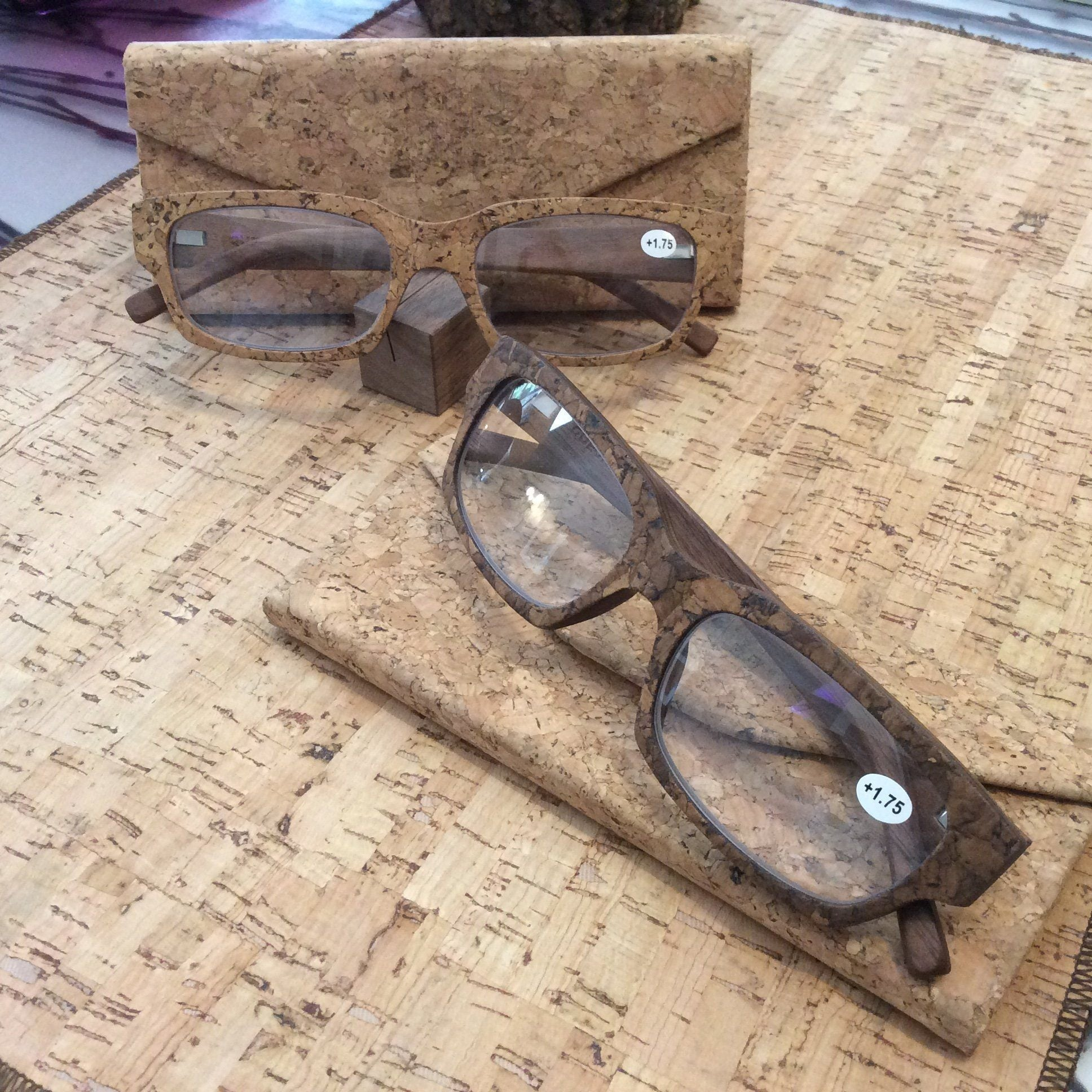 Rojo Cork Wooden Readers