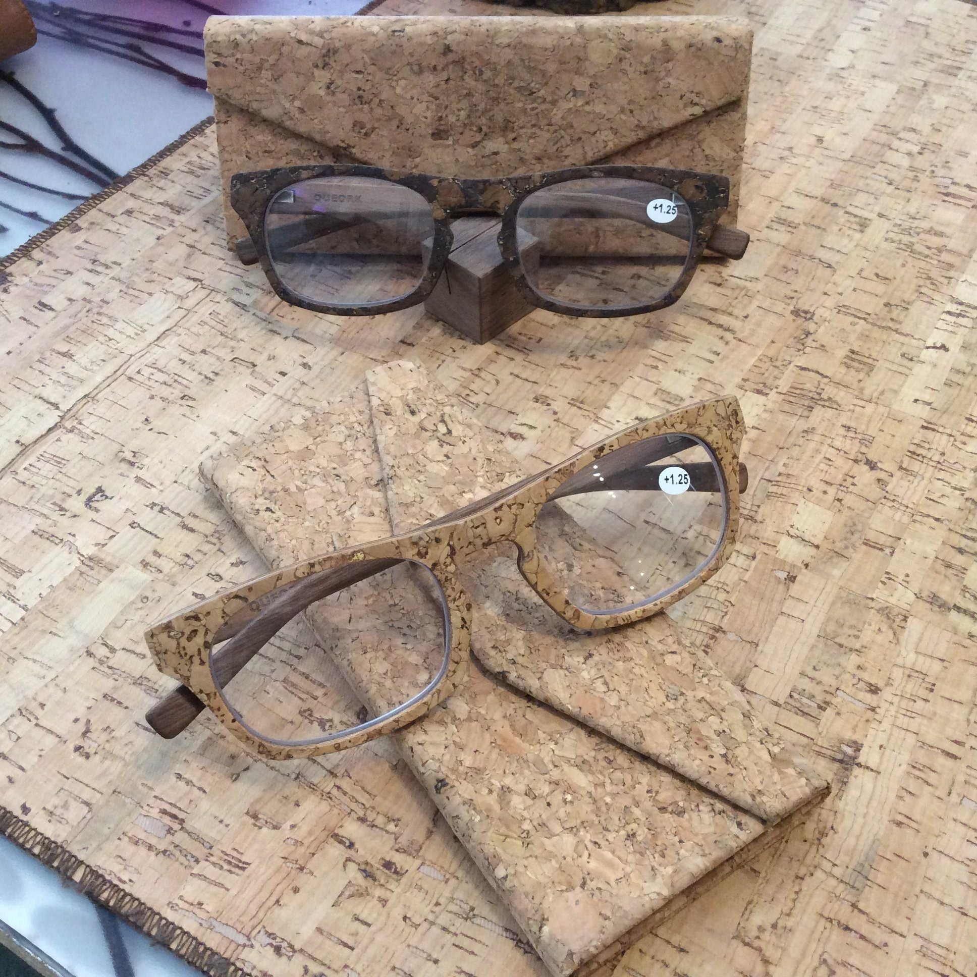 Blanc Cork Wooden Readers