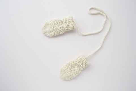 Handknitted merino wool mittens in cream