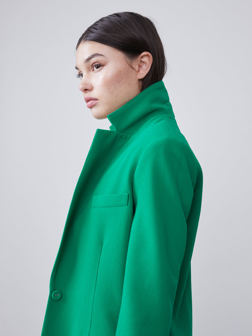 Close up view of the collar on the Nissa Blazer in kelly green
