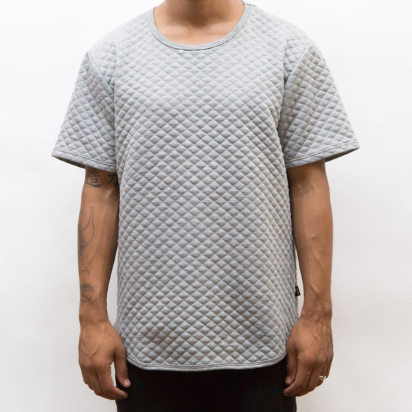 QUILTED SCALLOP TEE- GREY