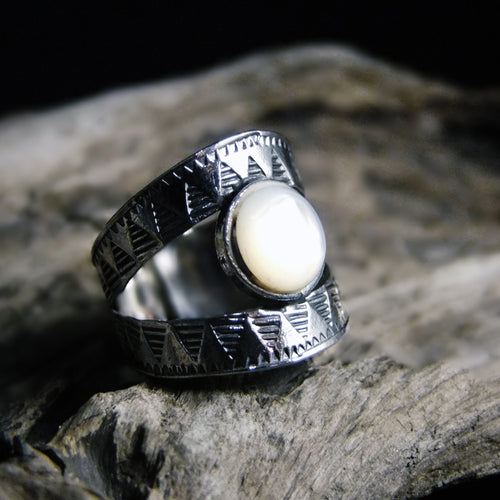 Bite Shell Wide Silver Ring-JEWELLERY / RINGS-Jewelery Center (THA)-Mother of Pearl-56-The Outpost NZ