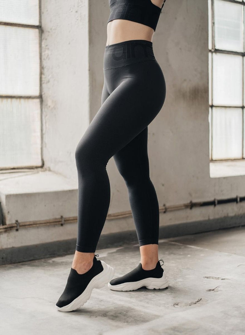 Aim'n Attention Seamless Tights - Black