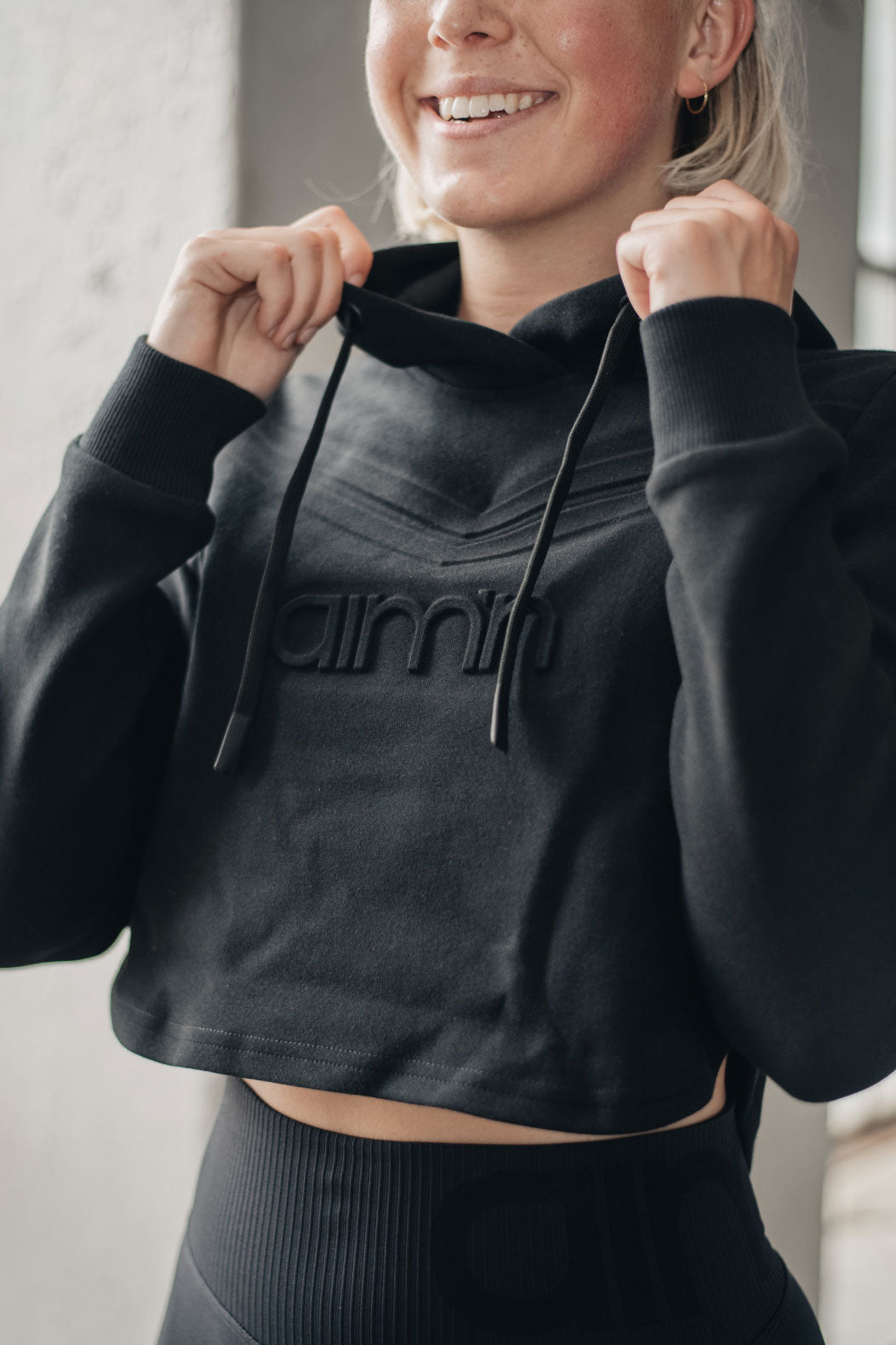 Aim'n Retro Crop Hoodie - Black