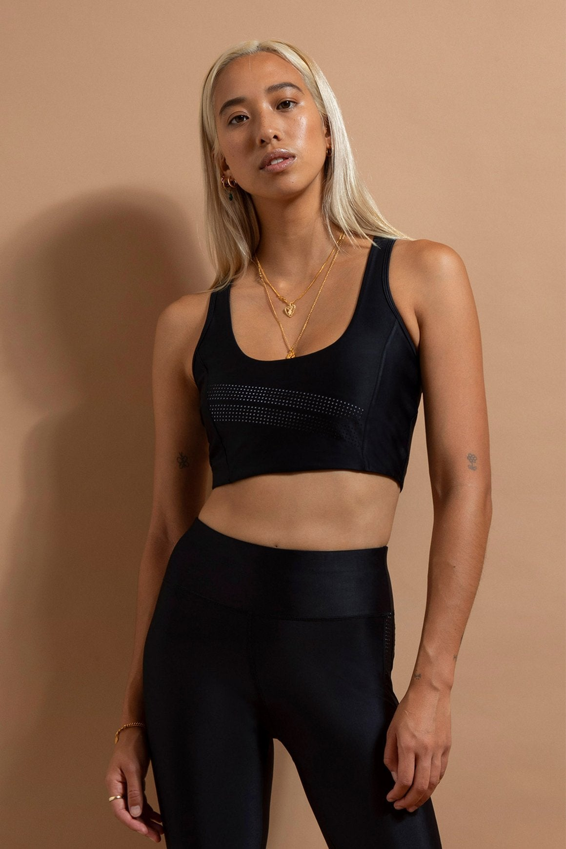The Summit Sports Crop - Black
