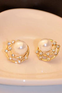 A| Chicloth Elegant Pearl Diamond-Shaped Earrings