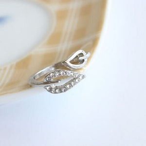 Two Leaves Imitation Diamond Ring (Vintage Fashion)
