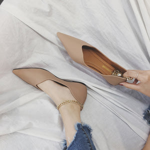Pointed toe flat heel