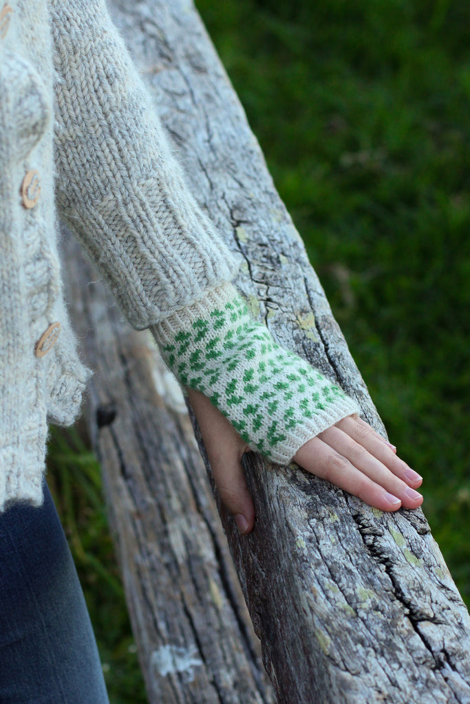 Bilberry Fingerless Mitts | PDF Knitting Pattern