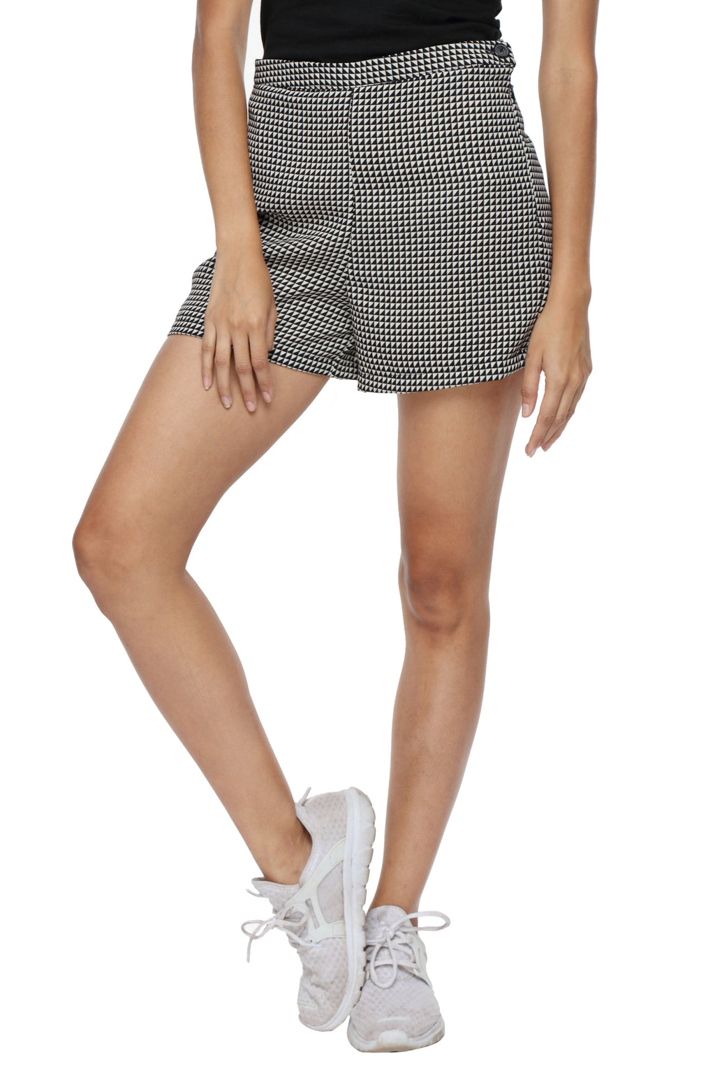 High Waist Shorts in Black Checks Front