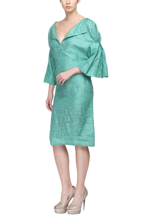 Fitted Dress With Pleated Kimono Sleeves Side