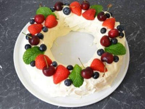 How to prepare White Chocolate Mud Cake Wreath