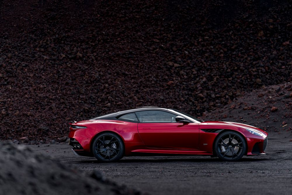 Aston Martin DBS Superleggera lateral