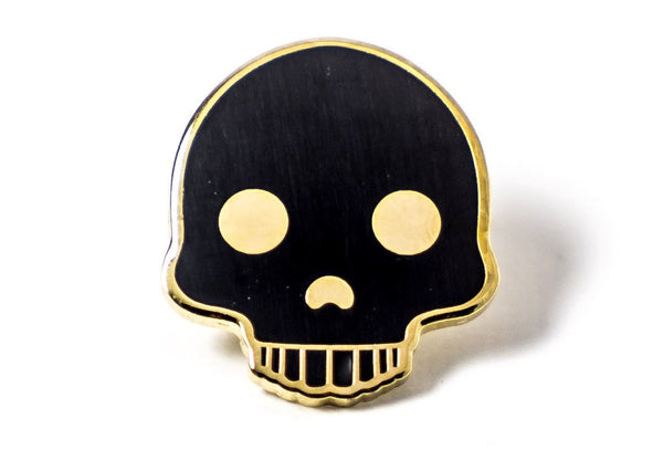 Black skull pin with gold