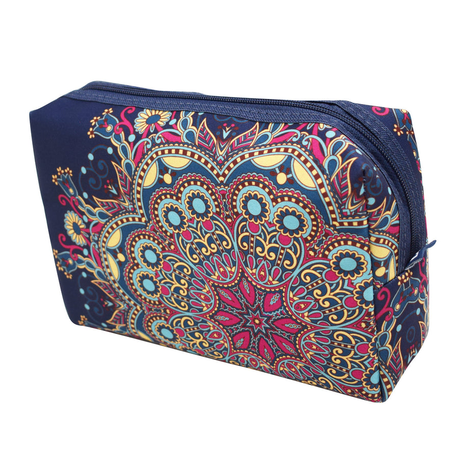 large necessaire with exclusive pattern