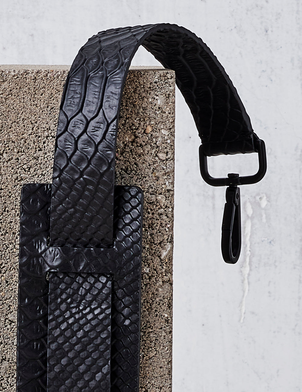 Leather Shoulder Strap / Black Python