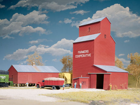 Walthers 933-3036 HO Farmers Cooperative Rural Elevator, Three Colors/Clear