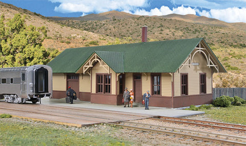 Walthers 933-4057 HO, UP-Style Depot, Molded in Four Colors and Clear Plastic