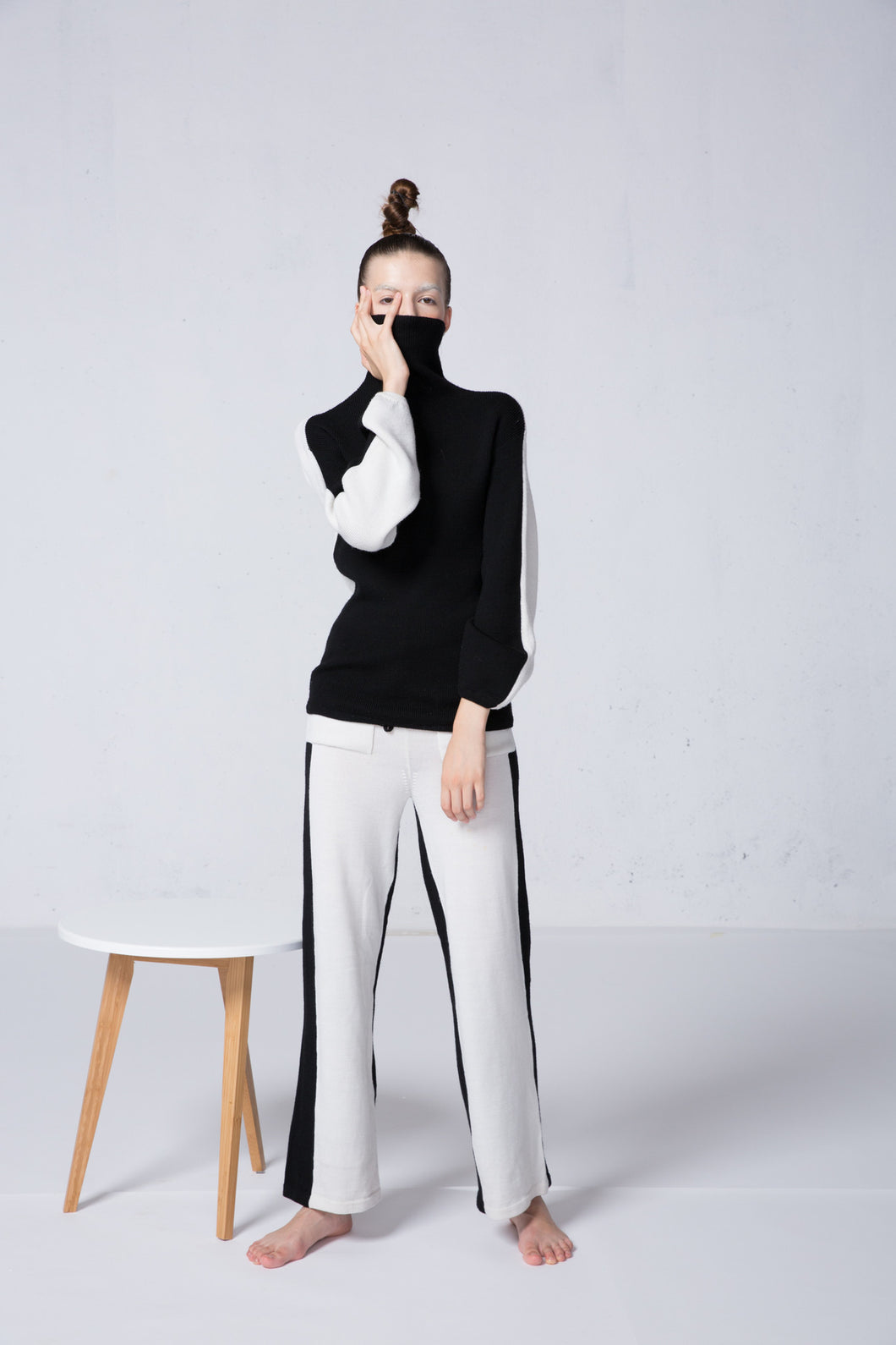 Black + White double side knit pants.