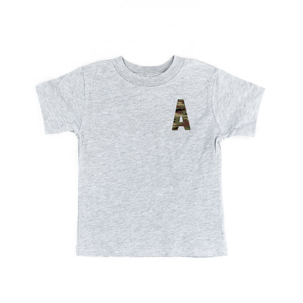 CAMO INITIAL TEE - Short Sleeve Child Shirt