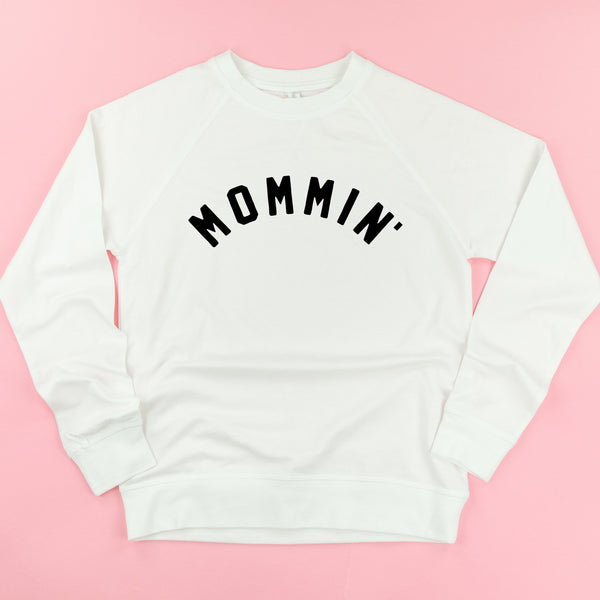 MOMMIN' - (Arched) - Lightweight Pullover Sweater