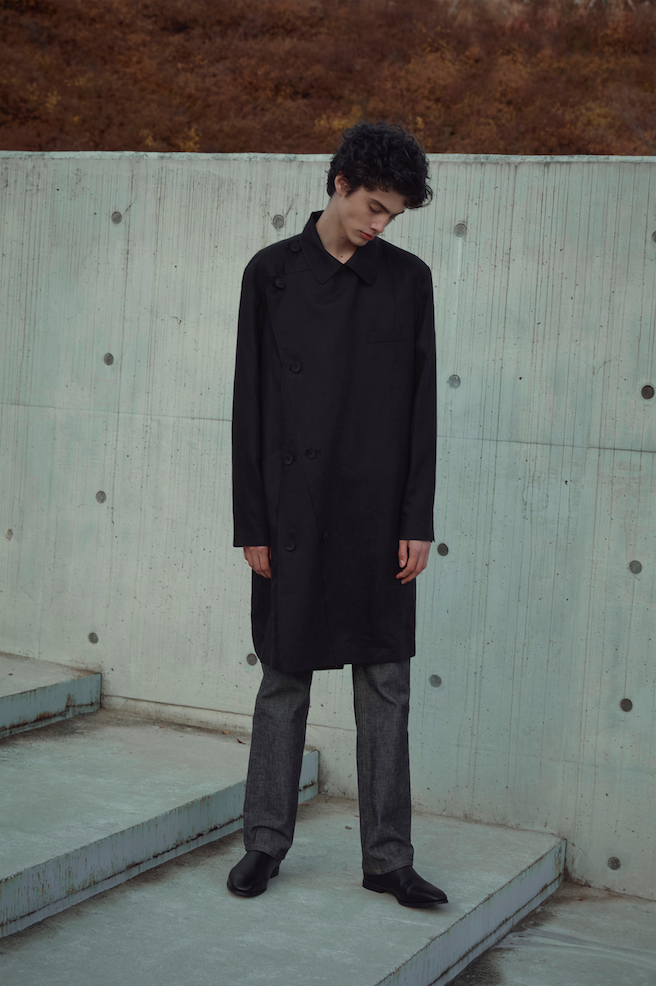 SS20 Raw Edged Detailed Mac Coat 002 Black