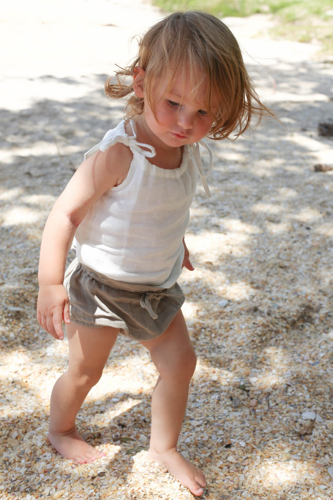 organic white singlet for toddlers by le edit