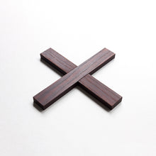 Load image into Gallery viewer, Minumo modern dark wooden trivet pliksplaks for nordic kitchen
