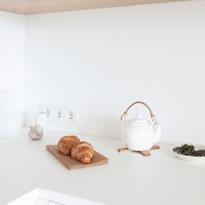 Minumo pliks-plaks trivet and fold serving board in white kitchen in scandinavian style home with a timeless nordic design