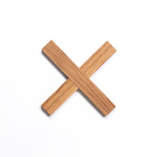 Load image into Gallery viewer, Simple cross trivet for nordic home by Minumo kuumaalus pliksplaks dessous de plat en bois