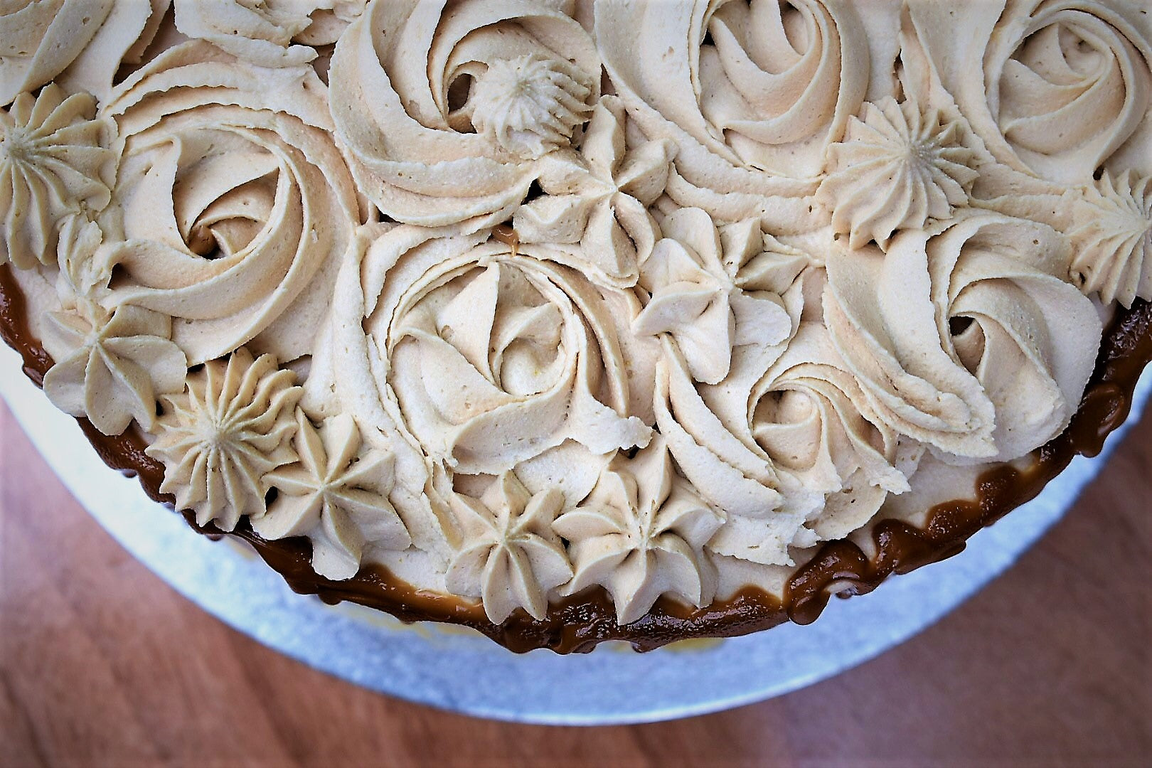 Rose cookie caramel cake - vegan - Nora and Nama