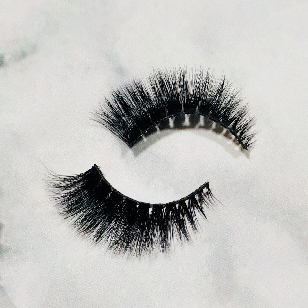 Bali lashes. Natural beauty enhancer. Fluffy, full, long false lashes. Quick & easy. Eyelash extension alternative.