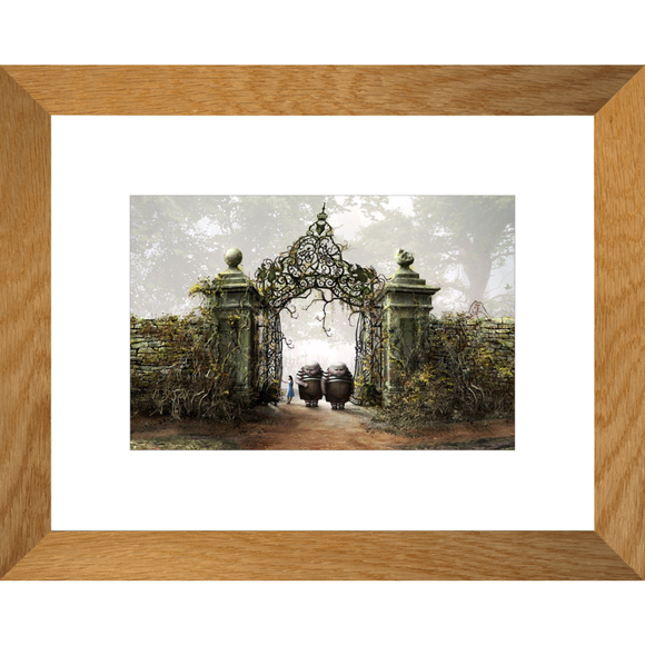 Alice in Wonderland Tweedle Twins Framed Fine Art Print [20x25 cm, Natural Oak Frame] :: Mental XS Online