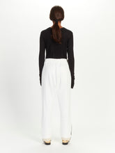 STRAIGHT TROUSERS, ADJUSTABLE WAIST WITH CORD AND DETAIL OF CLOSURE IN THE LOW