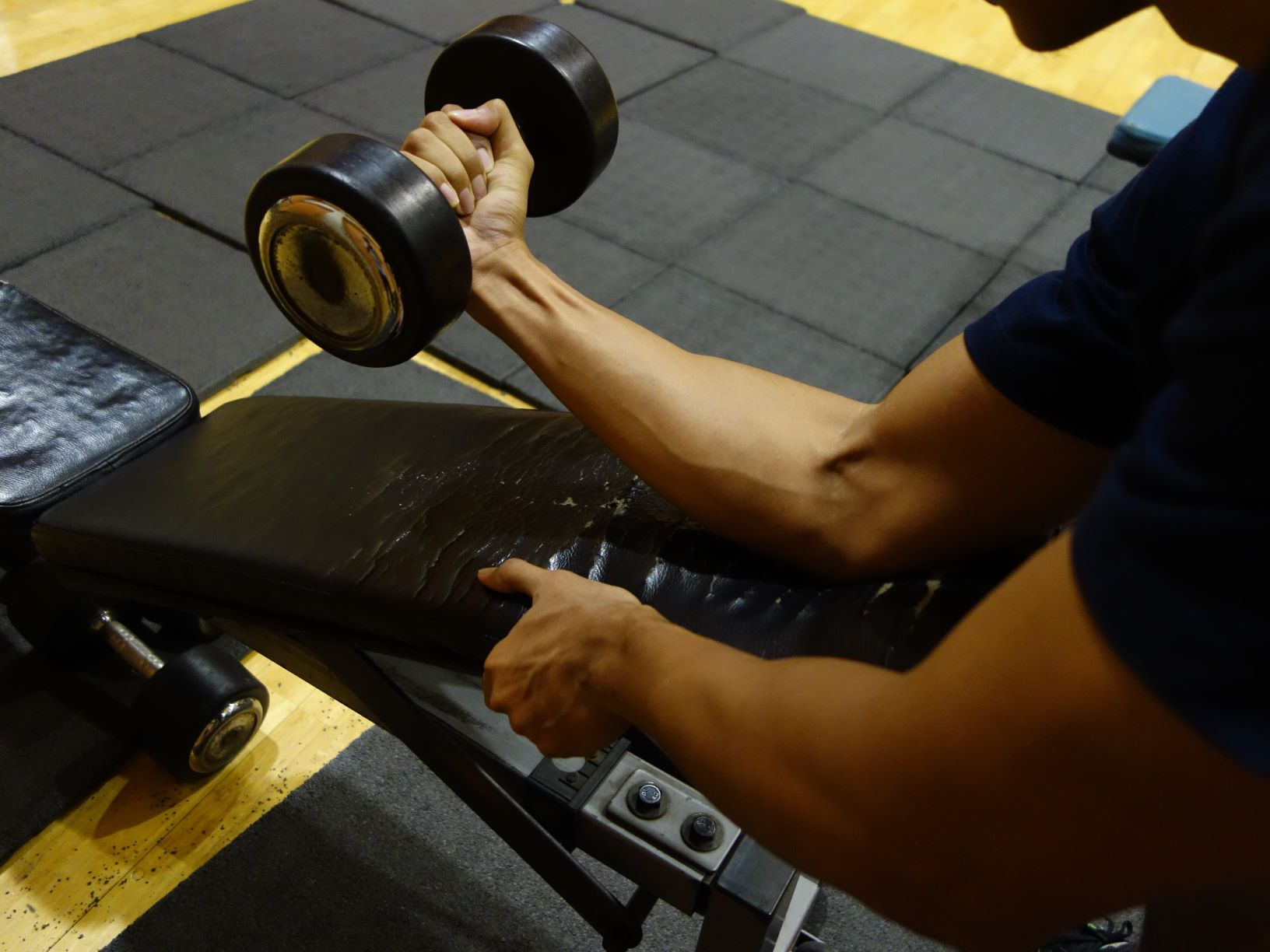 How to Do Wrist Curls for Bigger Forearm