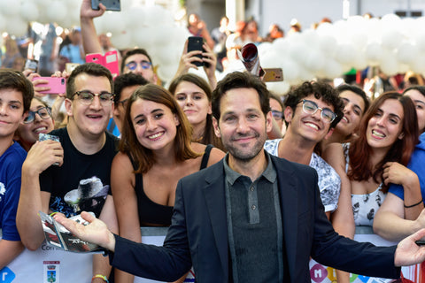 Paul Rudd with fans.