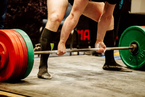man doing deadlift at powerlifting competition